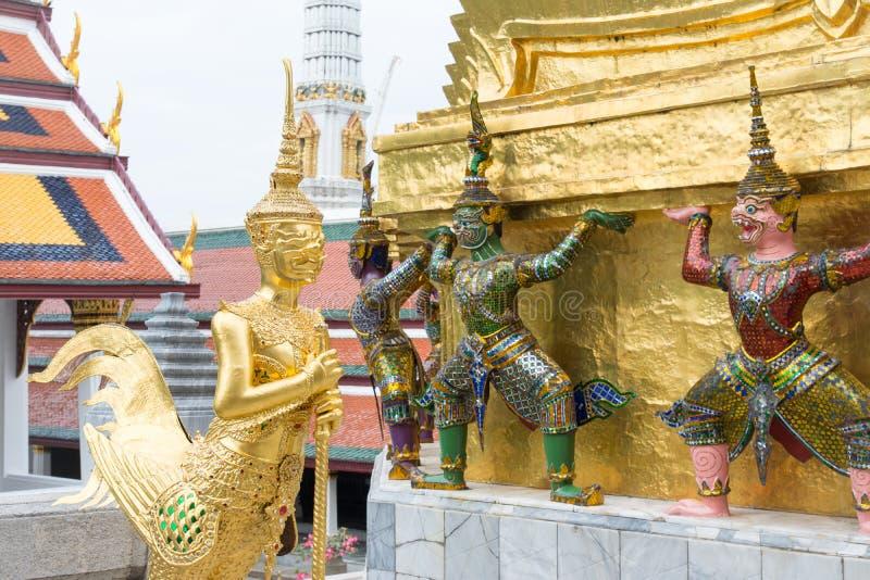 Escultura tailandesa do estilo no palácio grande foto de stock