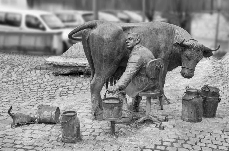 Escultura urbana de um fazendeiro imagem de stock royalty free
