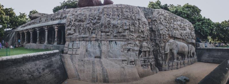 Esculturas da rocha de Mahabalipuram da penitência do ` s de Arjuna de Mahabalipuram: Uma música de amor ao passado fotografia de stock royalty free