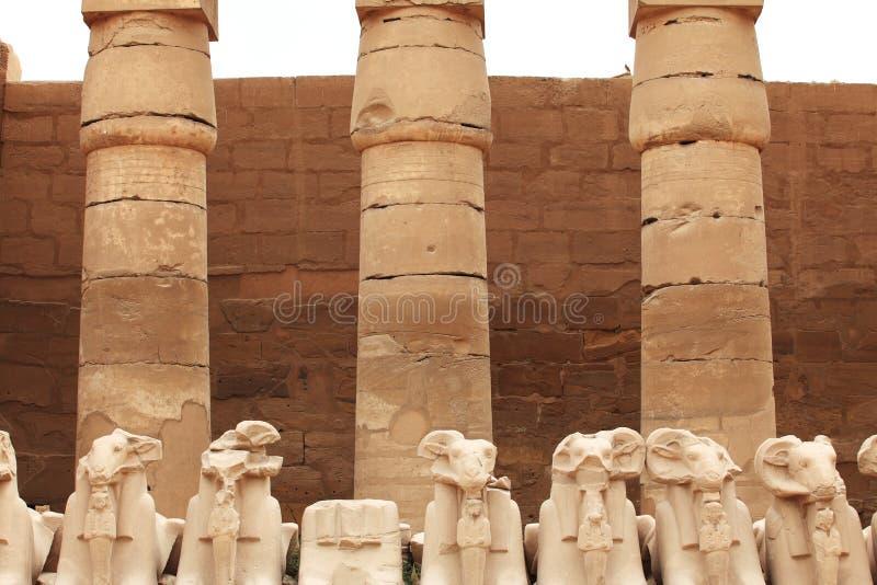 Esculturas danificadas de Karnak imagens de stock royalty free