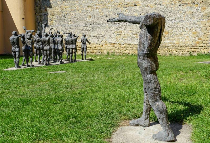Esculturas de bronce para las víctimas del comunismo en Sighet fotos de archivo