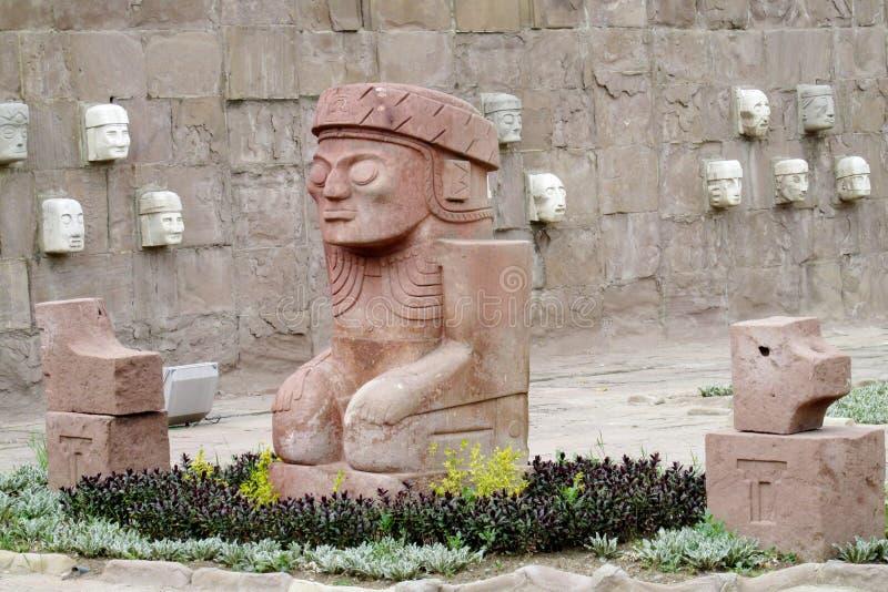 Esculturas de cinzeladura de pedra de Tiwanaku imagens de stock