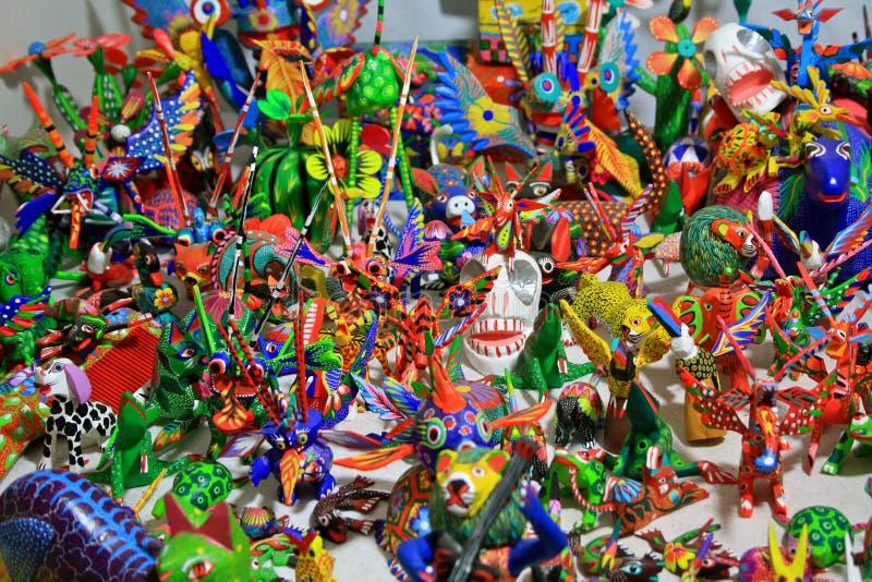 Esculturas de lujo de madera talladas coloridas imagen de archivo libre de regalías