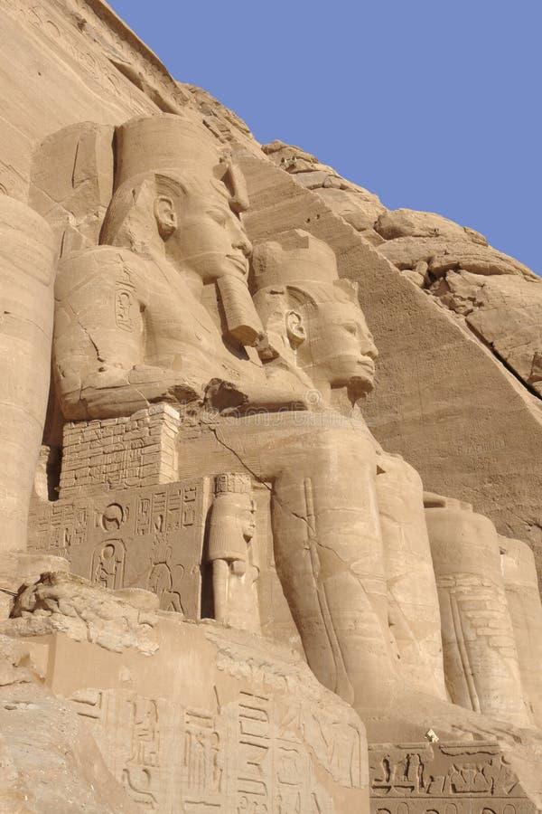 Esculturas de pedra em templos de Abu Simbel em Egito imagens de stock