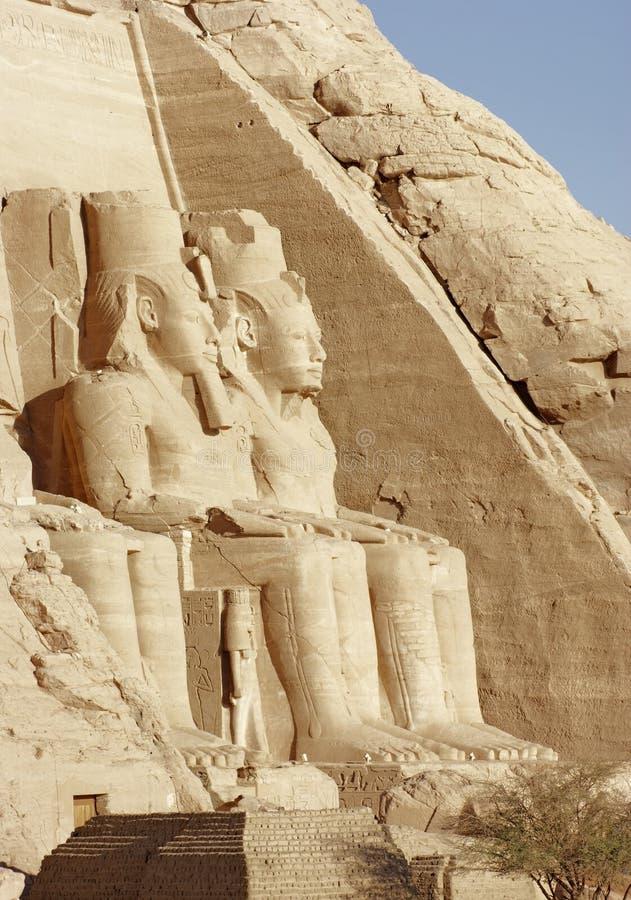 Esculturas de pedra nos templos de Abu Simbel imagem de stock