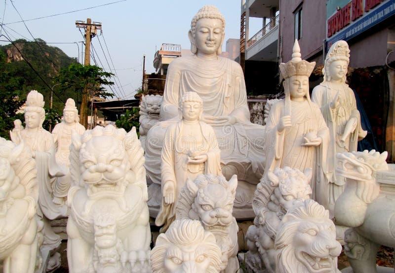 Esculturas del mármol de Buda en la tela fotografía de archivo libre de regalías