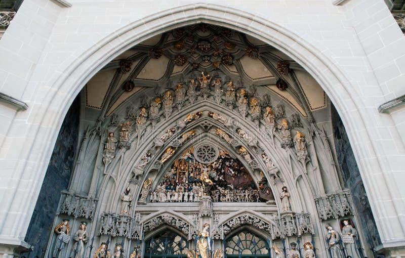 Esculturas do último julgamento da queimadura evangélica Muns da igreja foto de stock