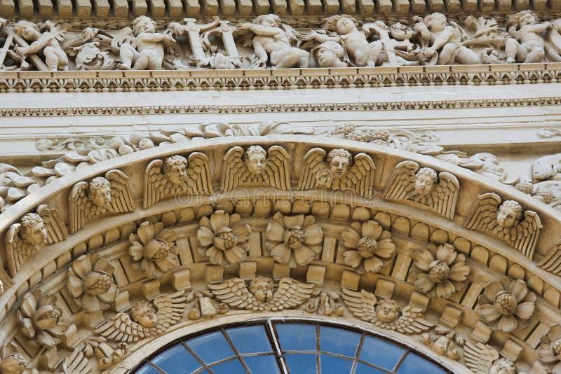Esculturas do anjo na igreja barroco de Santa Croce em Lecce imagem de stock royalty free