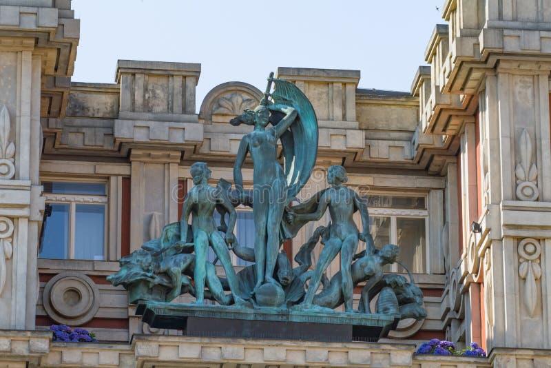 Esculturas do ` de Adria do ` do palácio em Praga imagem de stock