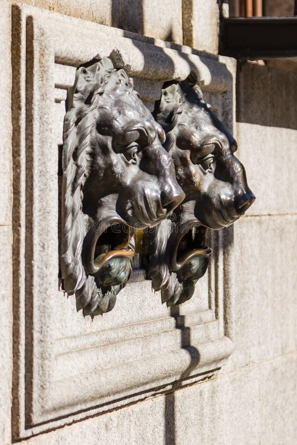 Esculturas do leão fotografia de stock