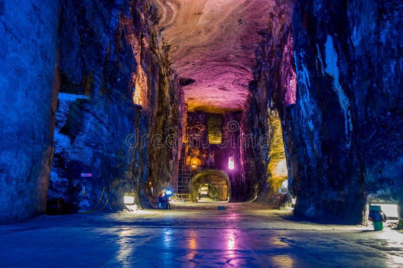Esculturas do mármore e do sal no sal subterrâneo imagem de stock royalty free