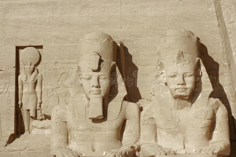 Esculturas em templos de Abu Simbel imagens de stock