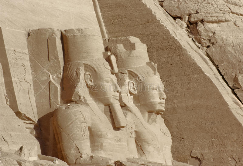 Esculturas em templos de Abu Simbel em Egito imagens de stock royalty free