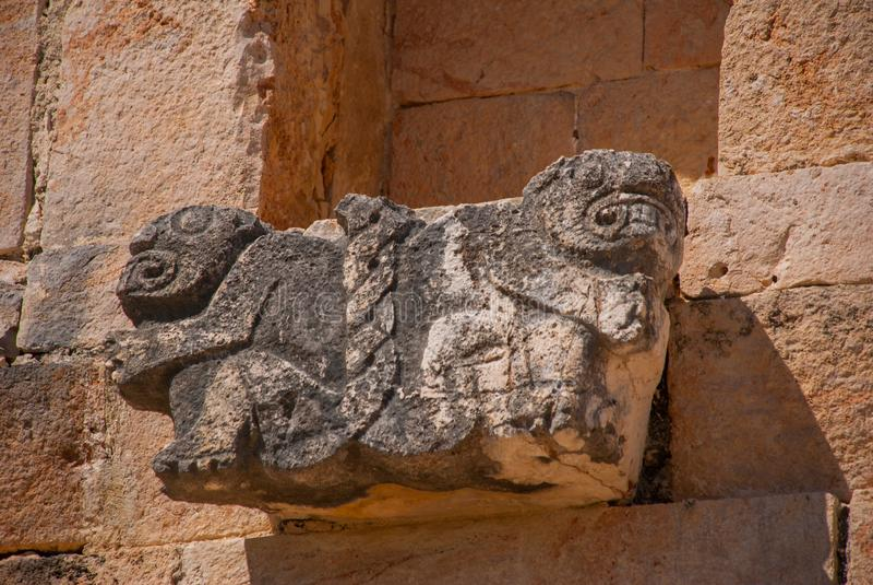 Esculturas maias antigas na pedra Iucatão, México Ruínas de Uxmal fotografia de stock