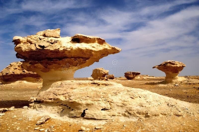 Esculturas modeladas vento da rocha no deserto branco Egipto imagens de stock royalty free