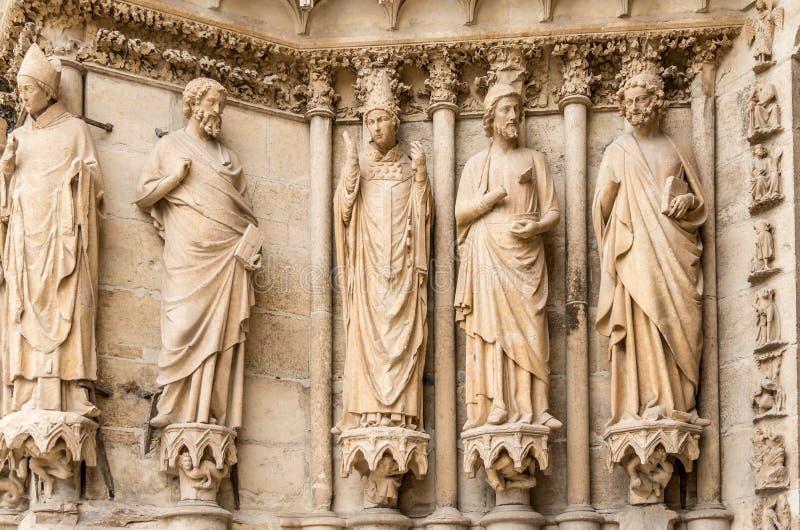 Esculturas na catedral Notre Dame em Reims imagens de stock