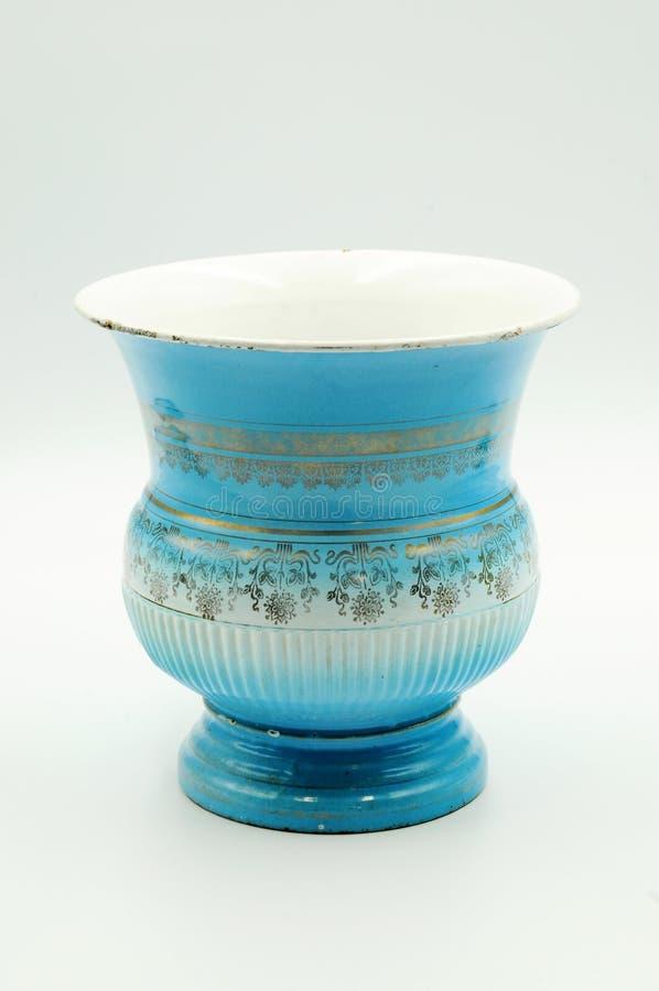 Escupidera azul del esmalte con líneas de oro decoración fotografía de archivo