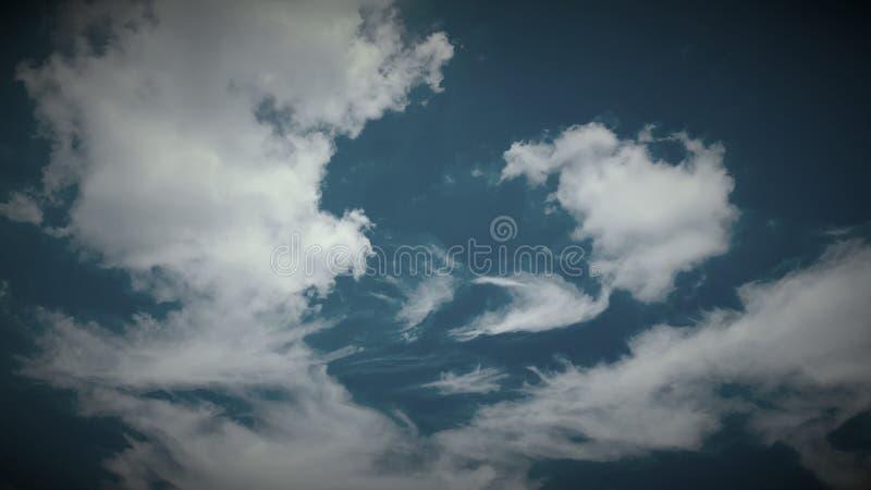 Escuro - céu azul imagem de stock royalty free