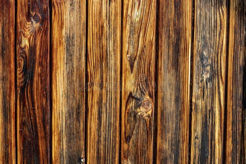 Escuro e claro - fundo de madeira velho marrom da textura fotografia de stock
