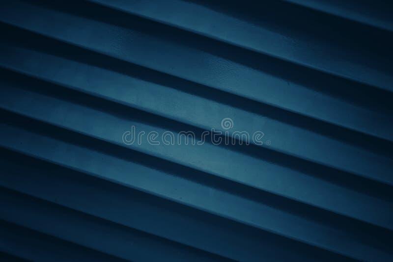 Escuro - fundo azul com linhas modeladas e retas ou linhas diagonais imagens de stock royalty free