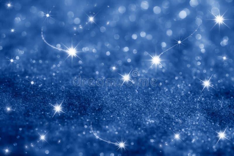 Escuro - fundo das estrelas azuis e dos sparkles do glitter foto de stock royalty free
