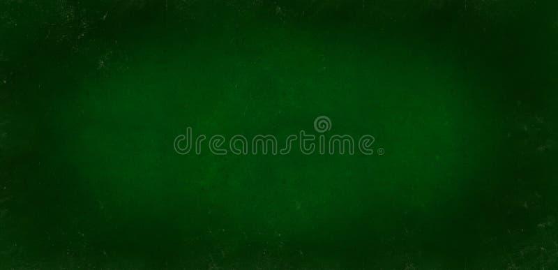 Escuro - o fundo verde do quadro-negro da escola colorido vignetted a textura Escuro - textura gasto preta verde fotografia de stock royalty free