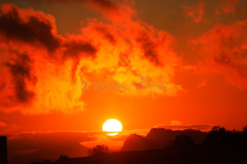 Escuro - por do sol alaranjado foto de stock royalty free