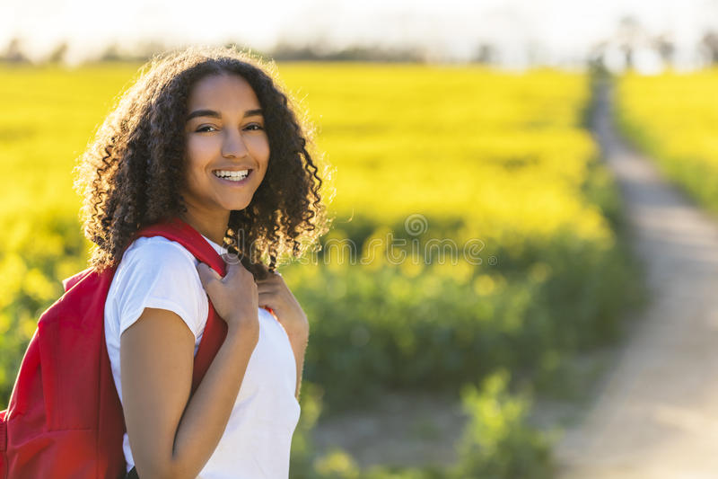 Escursione afroamericana dell'adolescente della ragazza della corsa mista fotografia stock
