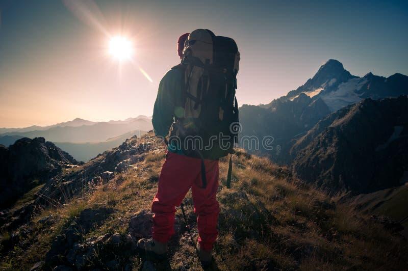 Escursione dell'uomo fotografia stock