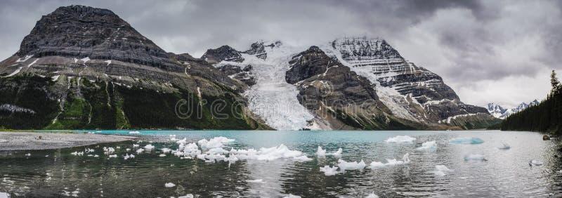 Escursione della traccia del lago berg immagini stock