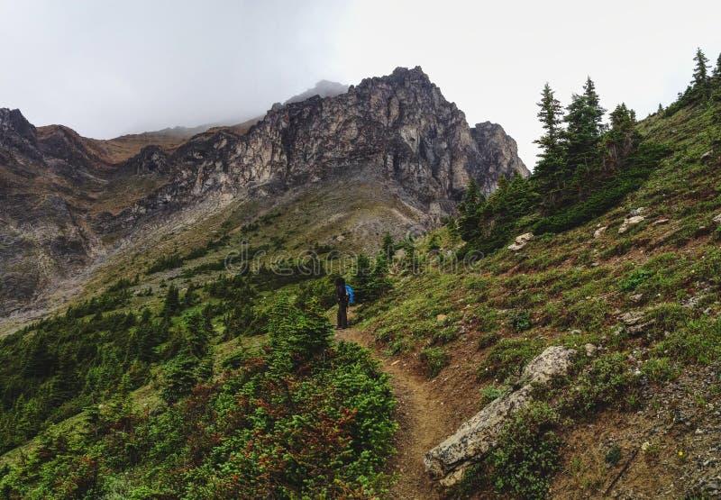Escursione su della montagna immagini stock libere da diritti