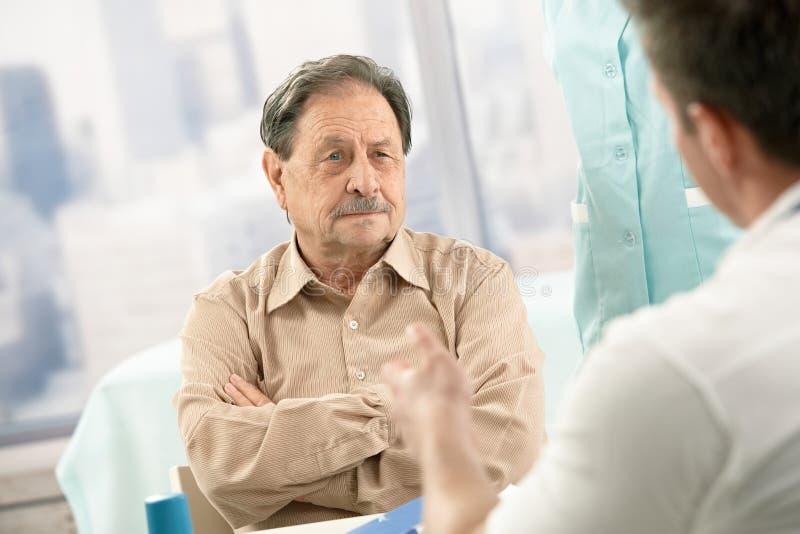 Escuta paciente superior o doutor foto de stock royalty free
