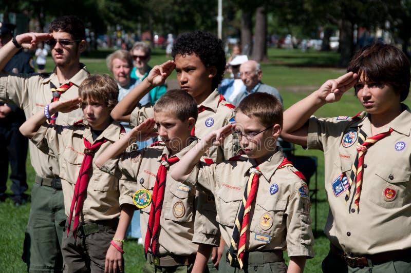 Escuteiros do menino na cerimónia da relembrança setembro de 1ø imagem de stock