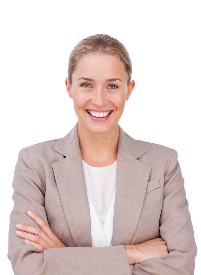 Esecutivo femminile radiante con le braccia piegate fotografie stock