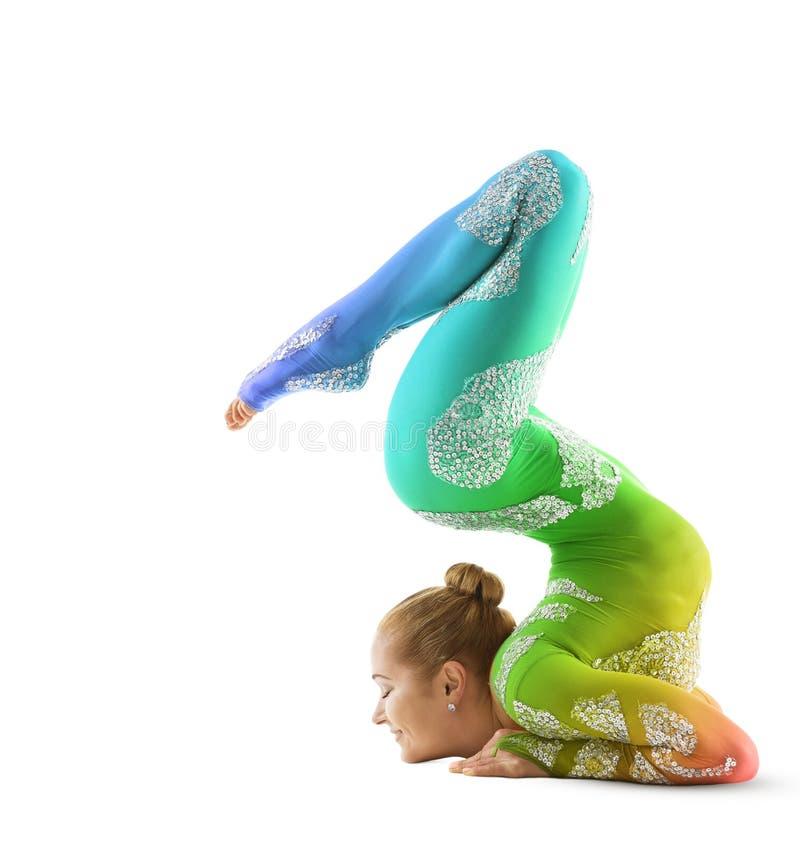 Esecutore di circo flessibile, ballerino Multicolored Costume dell'acrobata fotografia stock