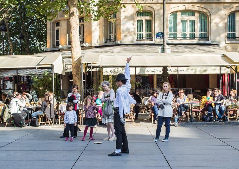 Esecutore di tributo di Michael Jackson nel posto Stravinsky, Parigi fotografia stock
