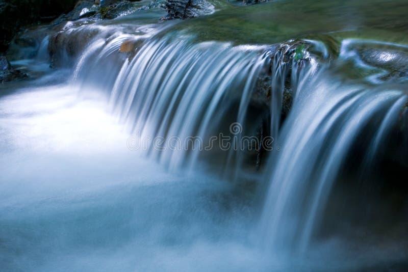 Esecuzione del flusso della montagna fotografia stock libera da diritti