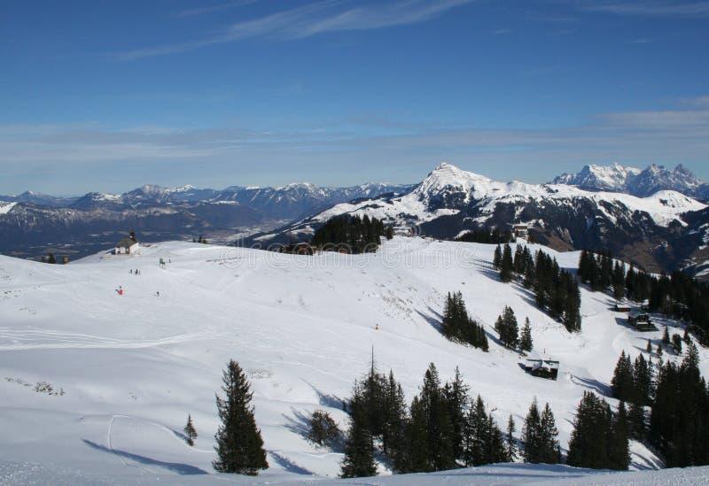 Esecuzione di pattino di Hahnenkamm, Austria. fotografia stock