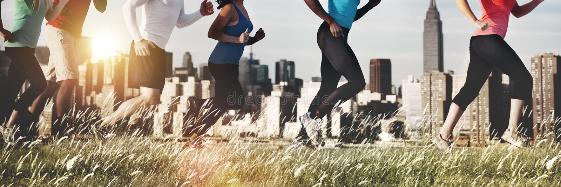 Eseguire l'atleta all'aperto pareggiante Healthy Concept di esercizio immagini stock libere da diritti