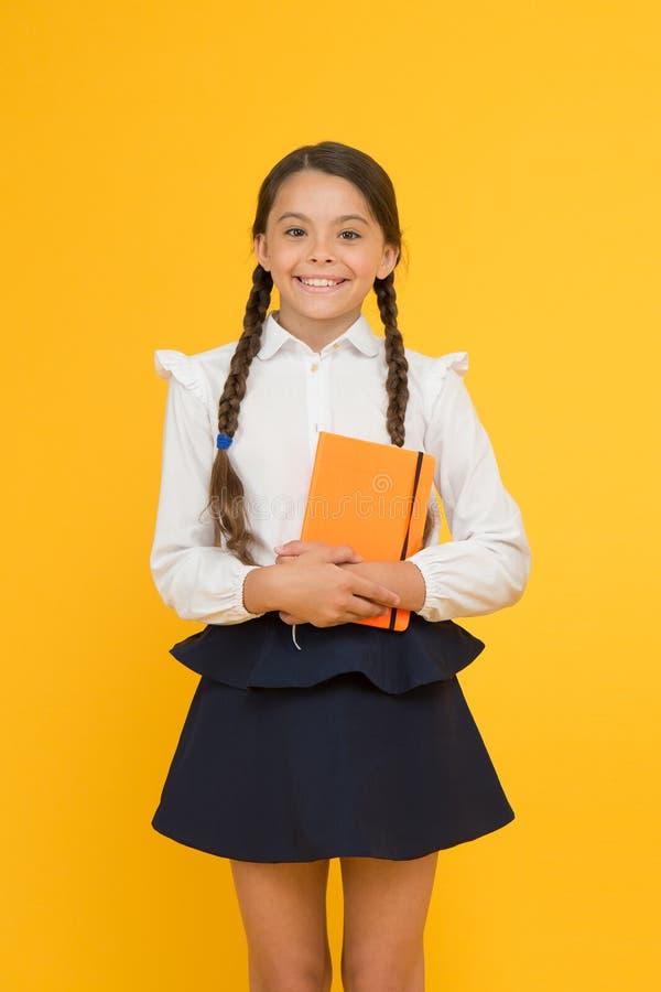 Esej dla pracy domowej dzieciak dziewczyny uczeń lubi studiować Nauki literatura Intymna lekcja Uroczy dziecko uczennicy chwyt obraz royalty free