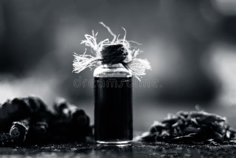Esencia de la zarzaparrilla o del nannari india usado como una sustancia aromática o extracto, en casi todos los sherabats para t imágenes de archivo libres de regalías