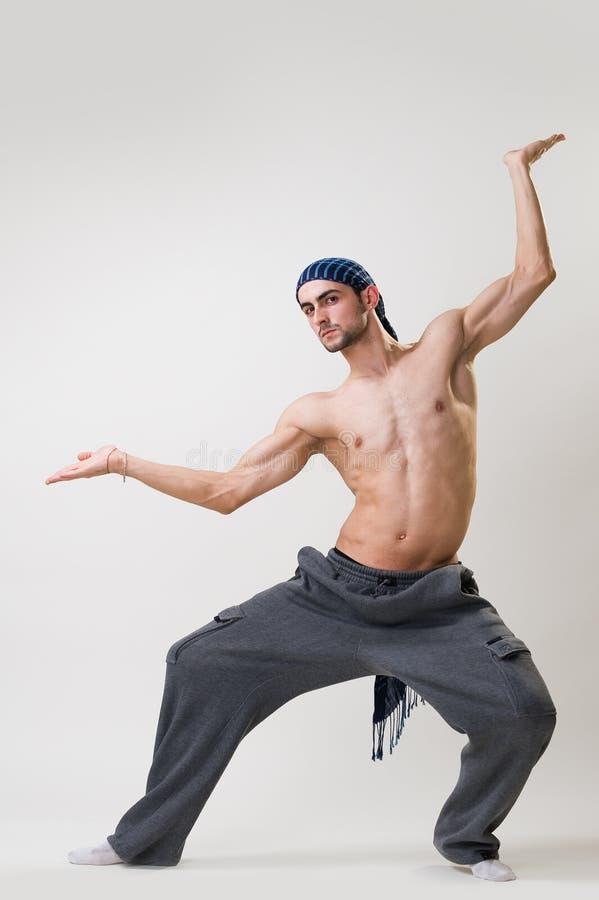 Esercitazione bella del danzatore fotografie stock libere da diritti