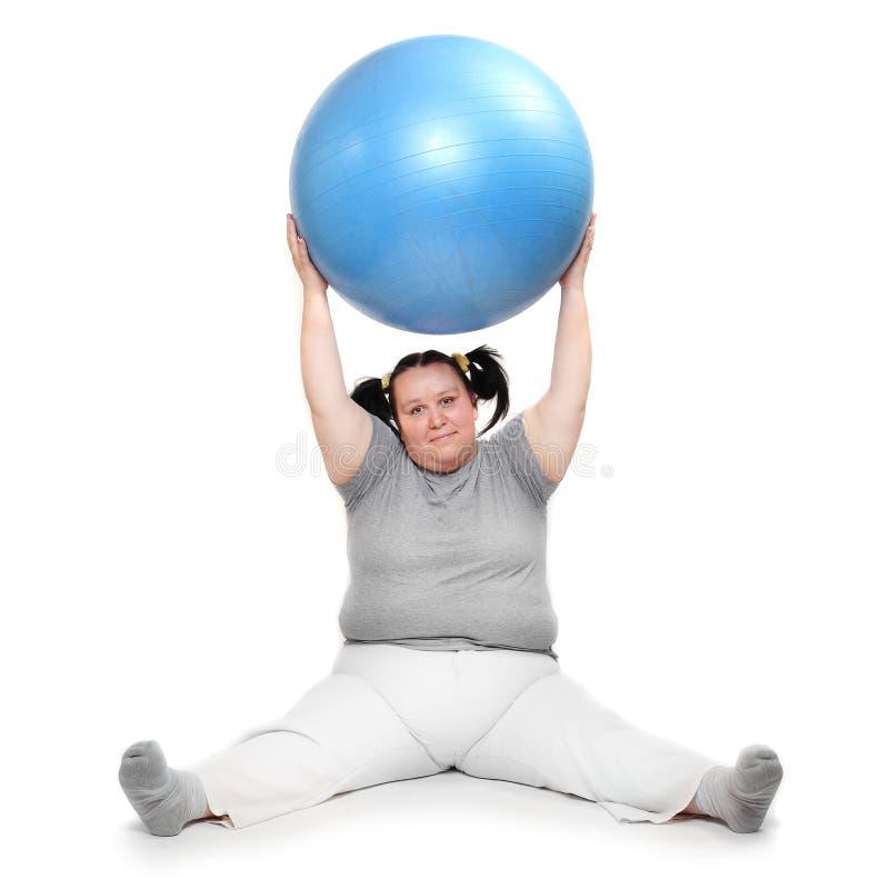 Esercitazione di peso eccessivo della donna. immagini stock libere da diritti