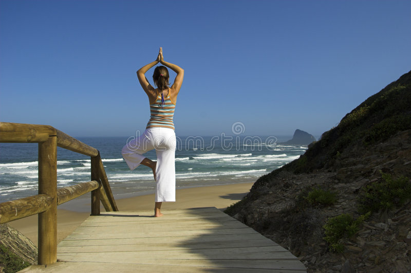 Esercitazioni di yoga immagine stock