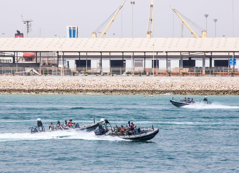 Esercizi di divisione della marina della guardia di frontiera saudita fotografie stock