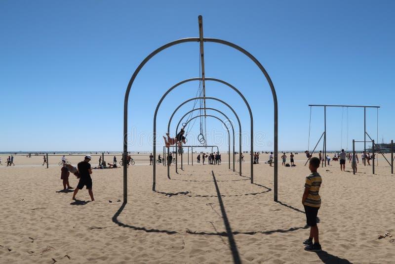 Esercizio alla spiaggia di Santa Monica fotografia stock libera da diritti