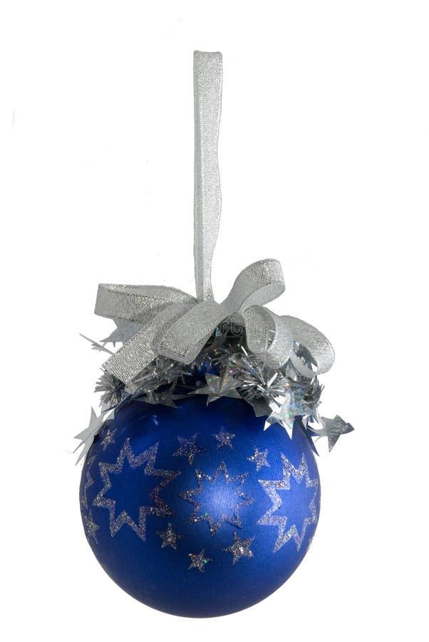 Esfera azul com as estrelas de prata isoladas imagem de stock