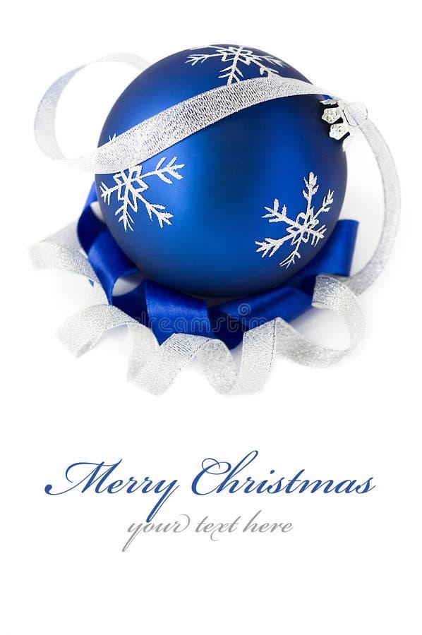 Esfera azul do Natal isolada foto de stock