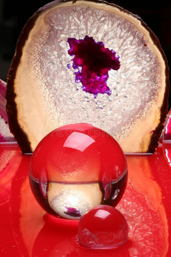 Esfera de cristal abstrata vermelha imagem de stock royalty free