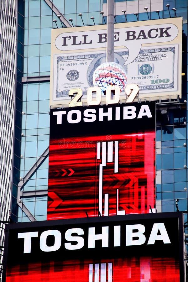 A esfera de cristal na construção do Times Square fotos de stock